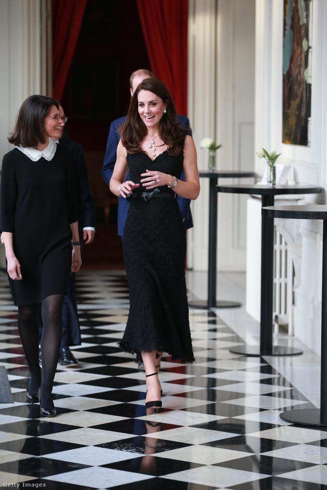 És így mindenki láthatta Katalint az Alexander McQueen-tervezte ruhájában