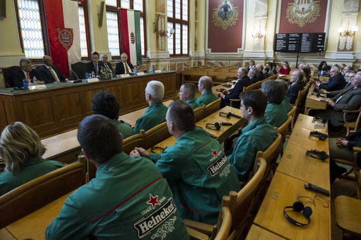 2014-ben még stratégiai együttműködésről szóló szándéknyilatkozatot ír alá a Miniszterelnökség képviseletében Berényi János, a Nemzeti Külgazdasági Hivatal (HITA) elnöke és a Heineken Hungária Zrt. vezérigazgatója.