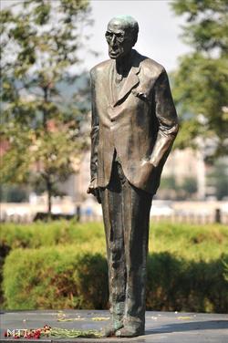 Károlyi Mihály szobra a budapesti Kossuth téren