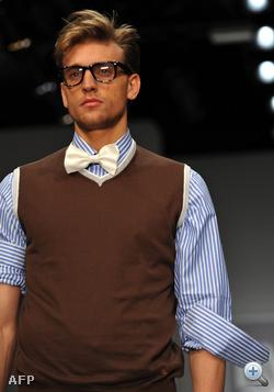 Enrico Coveri - szemüveg? megvan! csokornyakkendő? megvan!