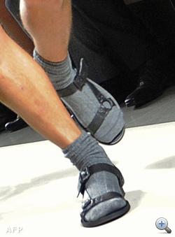 Bottega Veneta - katonazöld fürdőkombó zokniszandállal