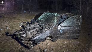 Kirepült a BMW sofőrje az autójából Vácnál
