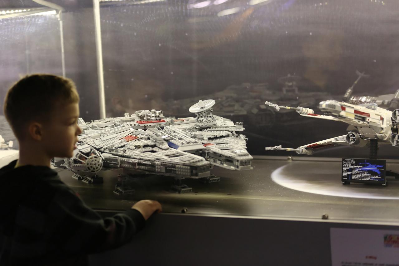 Kétségkívül a kállítás slágere a Star Wars-kollekció. Több mint 50 kiállított tárgy, makett és dioráma mutatja be George Lucas univerzumának szereplőit, eseményeit.