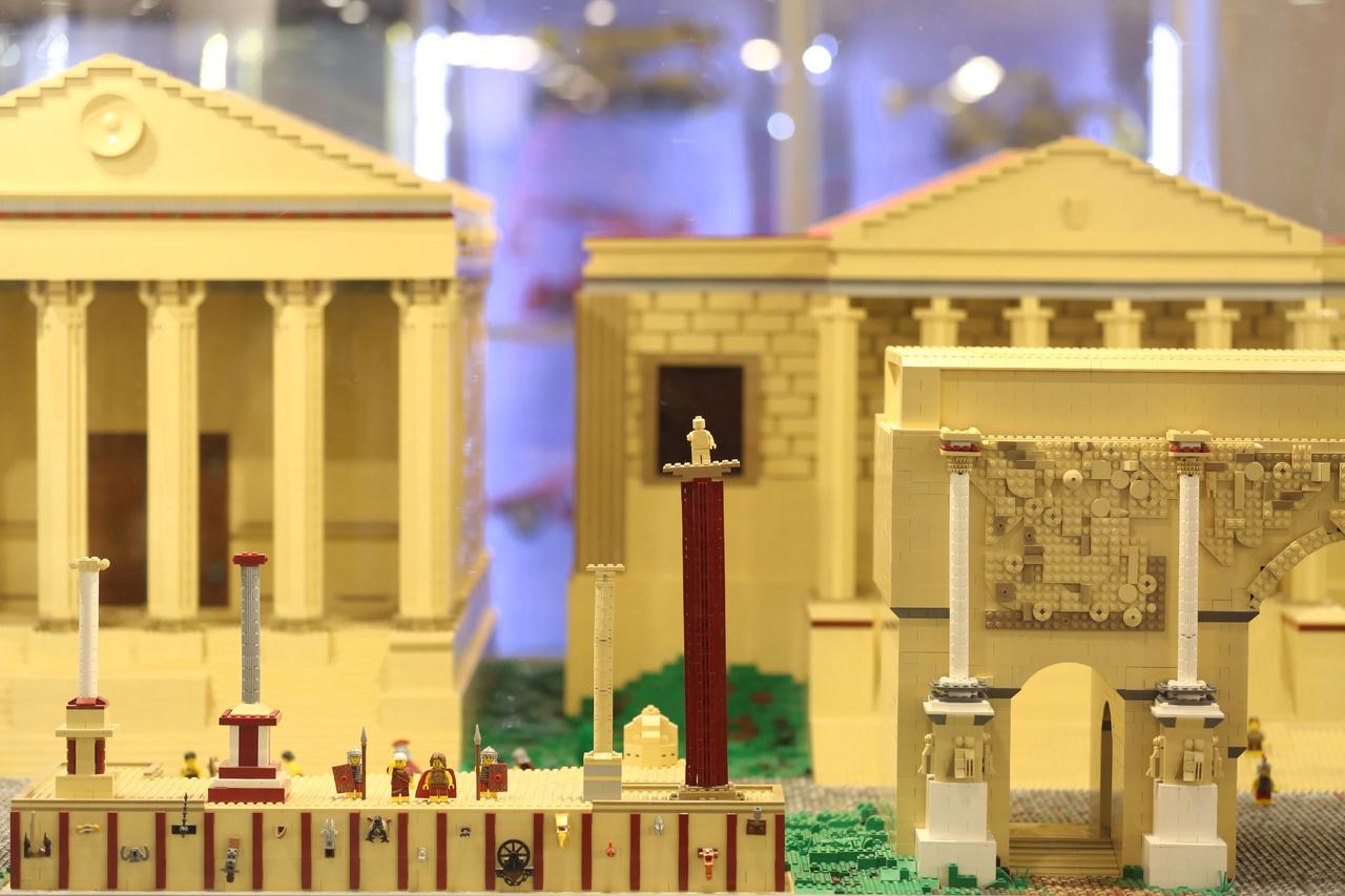 A római Forum Romanum ókori épületegyüttese körülbelül 5 négyzetméteres területen helyezkedik el.