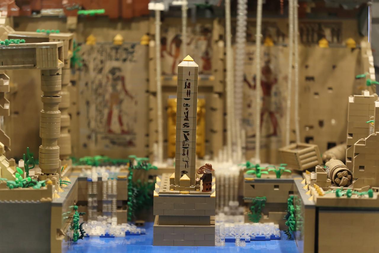 Indiana Jones kalandjait is Lego-kockákba öntötték. Ötvenezer kockából épült ez az elképzelt egyiptomi jelenet, amit a tervezett 5. mozifilm egyelőre ismeretlen cselekménye ihletett.