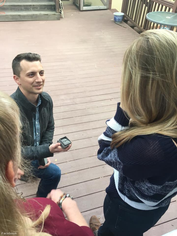 Aaron Quinn néhány napja, március 18-án kérte meg a lány kezét