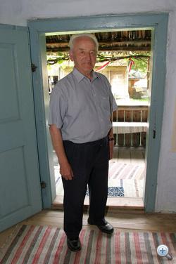 Tamási Áron szülőházában az író unokaöccse fogadja a látogatókat
