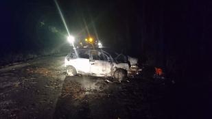 Bennégett egy sofőr az autójában Ócsánál