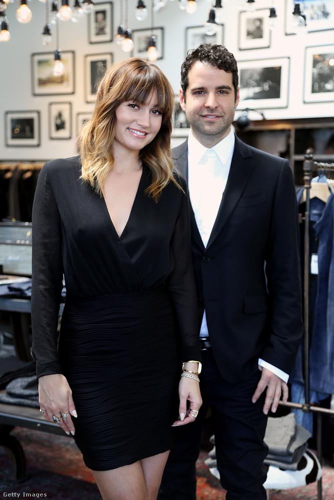 A két stylist olyan szetteket ad a hírességekre, hogy azoktól garantált a drámai megjelenés.