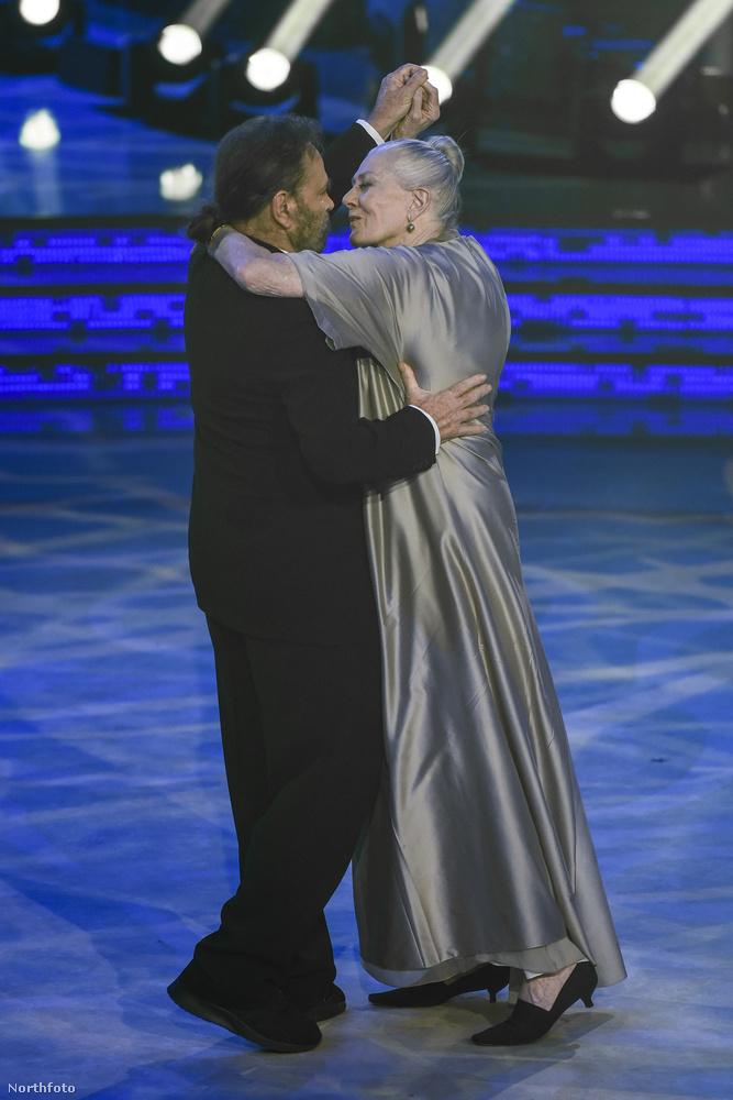 Vanessa Redgrave2006 óta Franco Nero felesége, de előtte évtizedekig viszonyuk volt, aztán Nero végül rászánta magát a nősülésre.