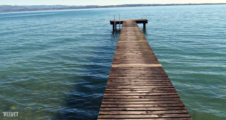 A tó kerülete körülbelül 160 kilométer, így ha nincs elég időnk, akár egy nap alatt is körbe lehet autózni