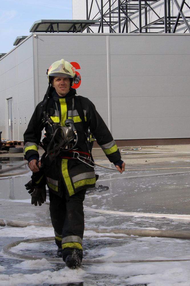 A lángokat végül 11 óra alatt, este negyed 7-re sikerült teljesen megfékezniük a tűzoltóknak,