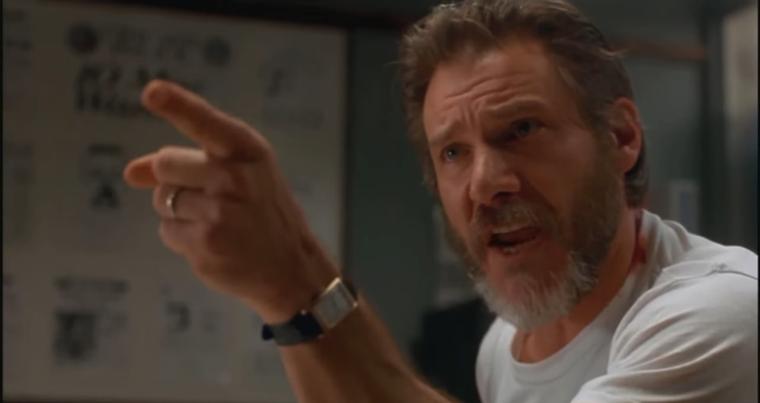 Amíg Tom Cruise szalad, rohan, sprintel, addig Harrison Ford ujjal mutogat.