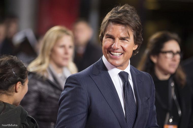 Itt van Tom Cruise, aki akár ezzel a jellegzetes vigyorral is bekerülhetett volna ebbe az összeállításba, de van valami ennél is jellegzetesebb, amit tényleg, majdnem minden filmjében csinál.