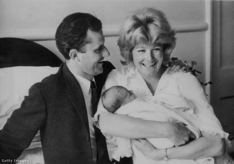 1963-ban született első lányuk Natasha, később második gyerekük Joely.Amikor a nagyobbik gyerek hatéves lett, a szülők elváltak.