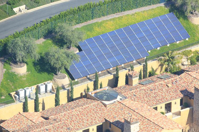 Különlegessége, hogy az elektromos napelemmel működik benne minden, amit a vállalkozó kizárólag Heard miatt építtetett