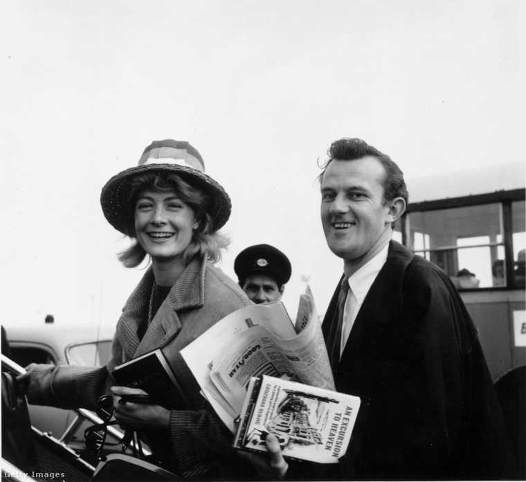 Ezen a fotón első férjével, Tony Richardsonnal indul Görögországba nászútra 1962-ben