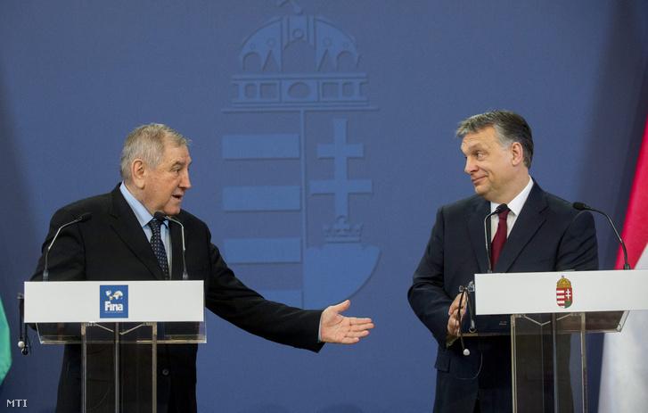 Orbán Viktor miniszterelnök (j) és Cornel Marculescu a Nemzetközi Úszó Szövetség (FINA) ügyvezető igazgatója a Parlamentben 2015. március 11-én