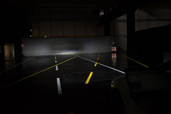 Fényshow a hangárban
