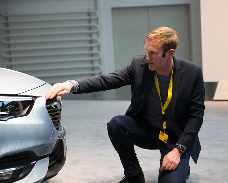 Nils esküszik rá, hogy komoly márkáknak büszke a motorháza
