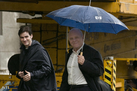 Anthony Hopkins és Colin O'Donoghue a Rite forgatási helyszínén
