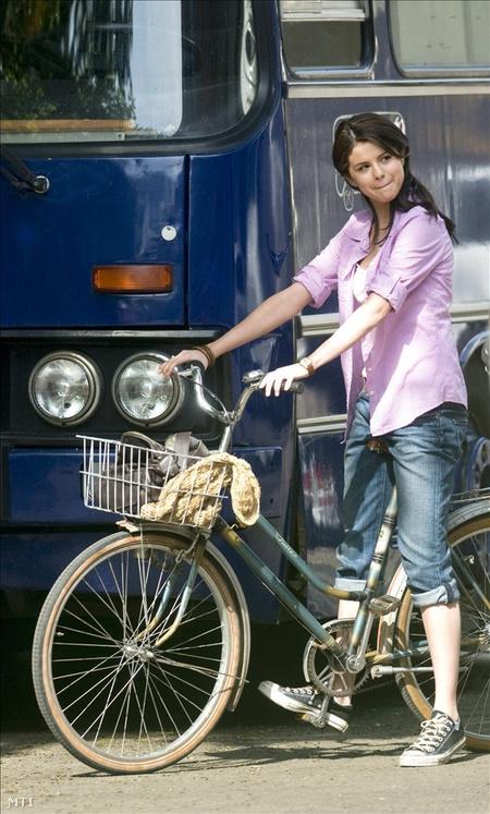 Selena Gomez felvételre vár a Monte Carlo című amerikai film forgatásán