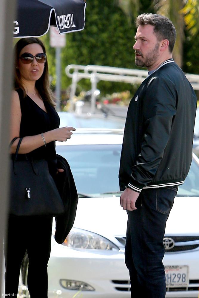 Megakadt a szemünk a következő képsorozaton, a paparazzóknak pedig a következő jelenten.Ben Affleck március 22-én egy ismeretlen nővel ebédelt.
