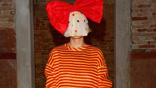 Sia meztelen képet posztolt magáról és ezzel jól megszívatta a lesifotósát