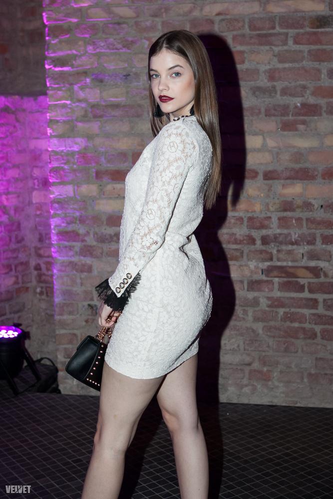 Csütörtök este szinte minden magyar celeb a Glamour Women of the Year gálán vett rész, így nem csoda, hogy Palvin Barbi is beugrott.