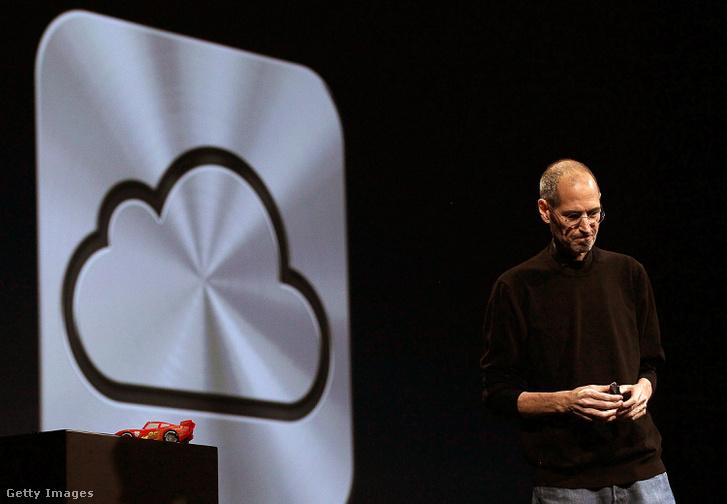 Steve Jobs, az Apple vezérigazgatója 2011. június 6-án, pár hónappal halála előtt mutatta be az iCloud szolgáltatást