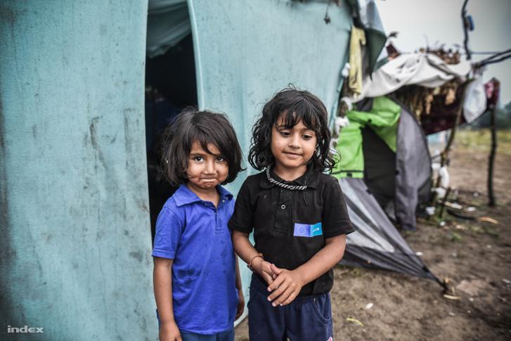 Menekült gyerekek a röszkei táborban (2016)