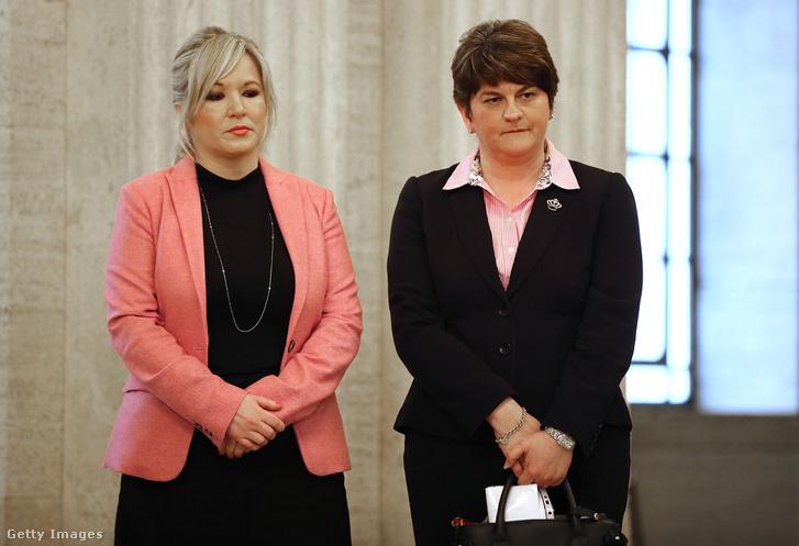 Michelle O'Neill (Sinn Fein) és Arlene Foster (DUP)