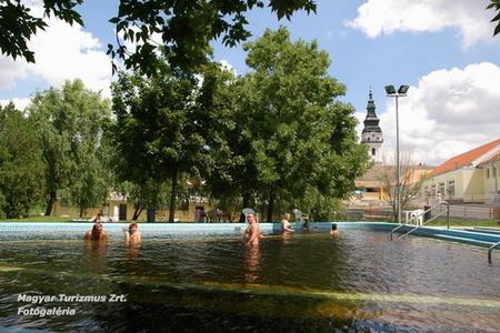 Termálfürdő - Tótkomlós (fotó: termalfurdo.net)