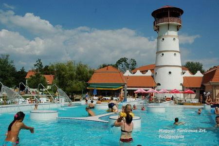 Termálfürdő - Orosháza-Gyopárosfürdő (fotó: termalfurdo.net)