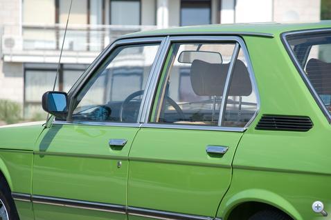 Óriási ablakok, mint minden hetvenes években megjelent autón