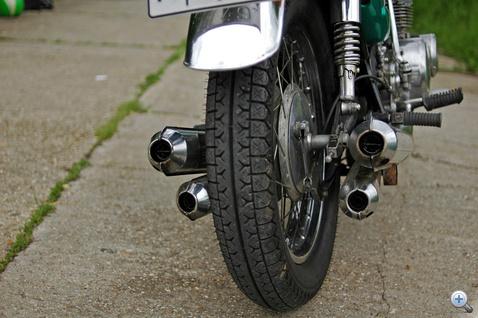 Mennyivel izgalmasabb lenne három kipufogó: a Suzuki a CB750-et utánozta