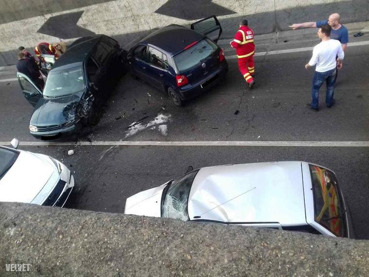 Négy autó karambolozott.