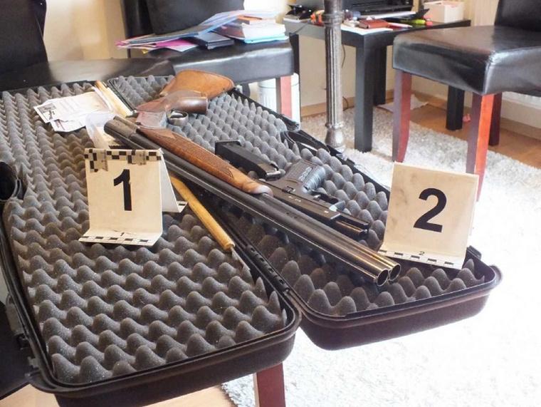 A rendőrség fegyvereket és lőszereket foglalt le tőle