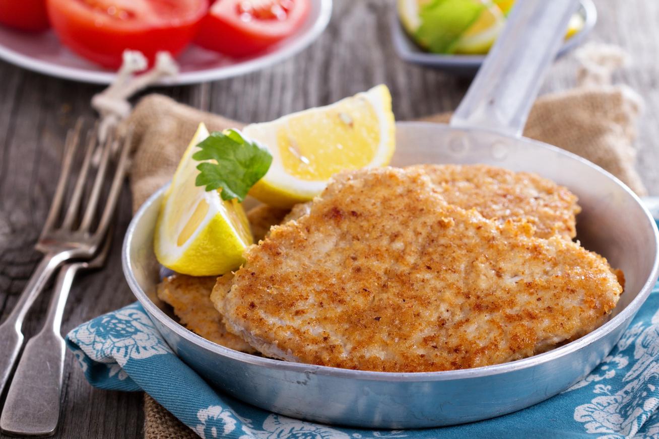 Parmezánbundás, ropogós csirkemell a sütőből - Jobb lesz, mint rántva