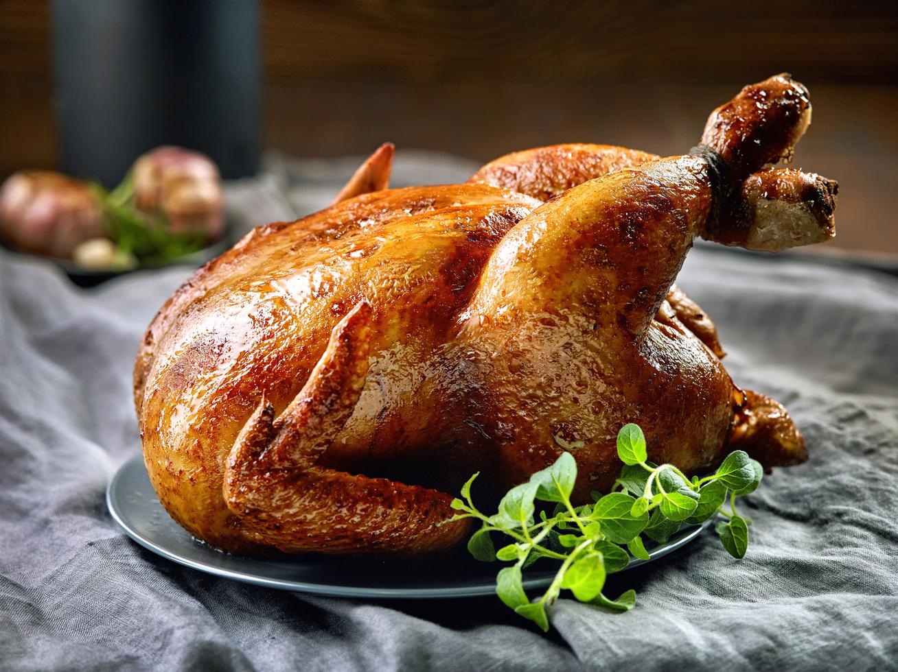 Aranyló sült csirke sörrel locsolva - Ettől lesz tökéletesen ropogós a bőre