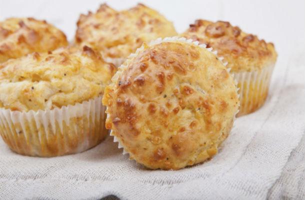 Négysajtos muffin ropogós tetővel: a zsemle sose lesz ilyen finom