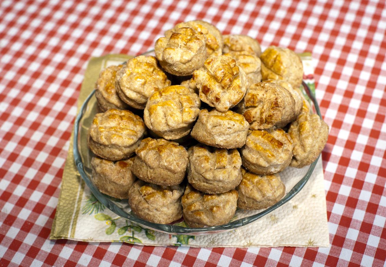 Foszlós házi tepertős pogácsa régi családi recept szerint - Így lesz szép leveles