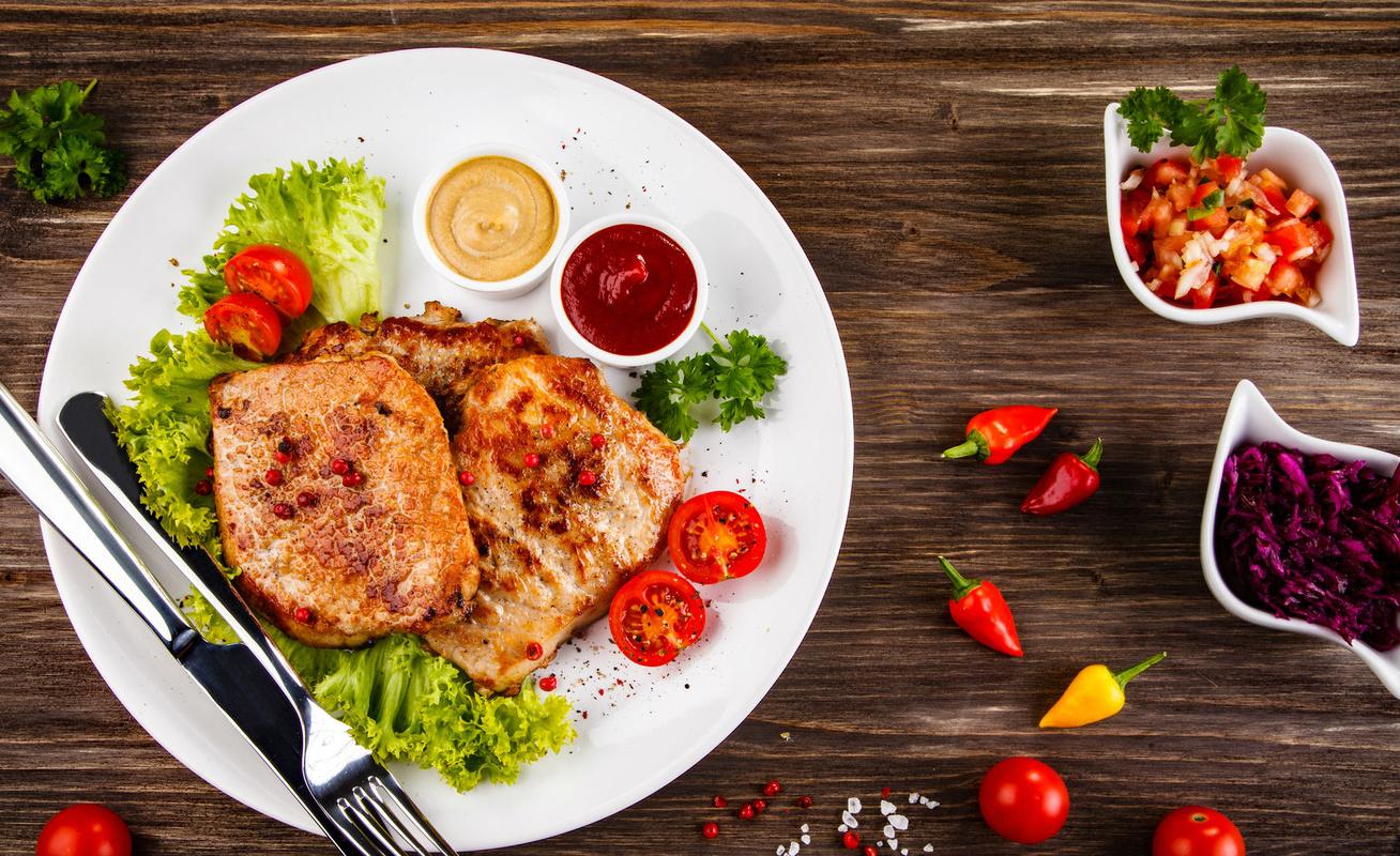 Mustáros pácban sült karajszeletek - Így biztosan nem lesz száraz a hús