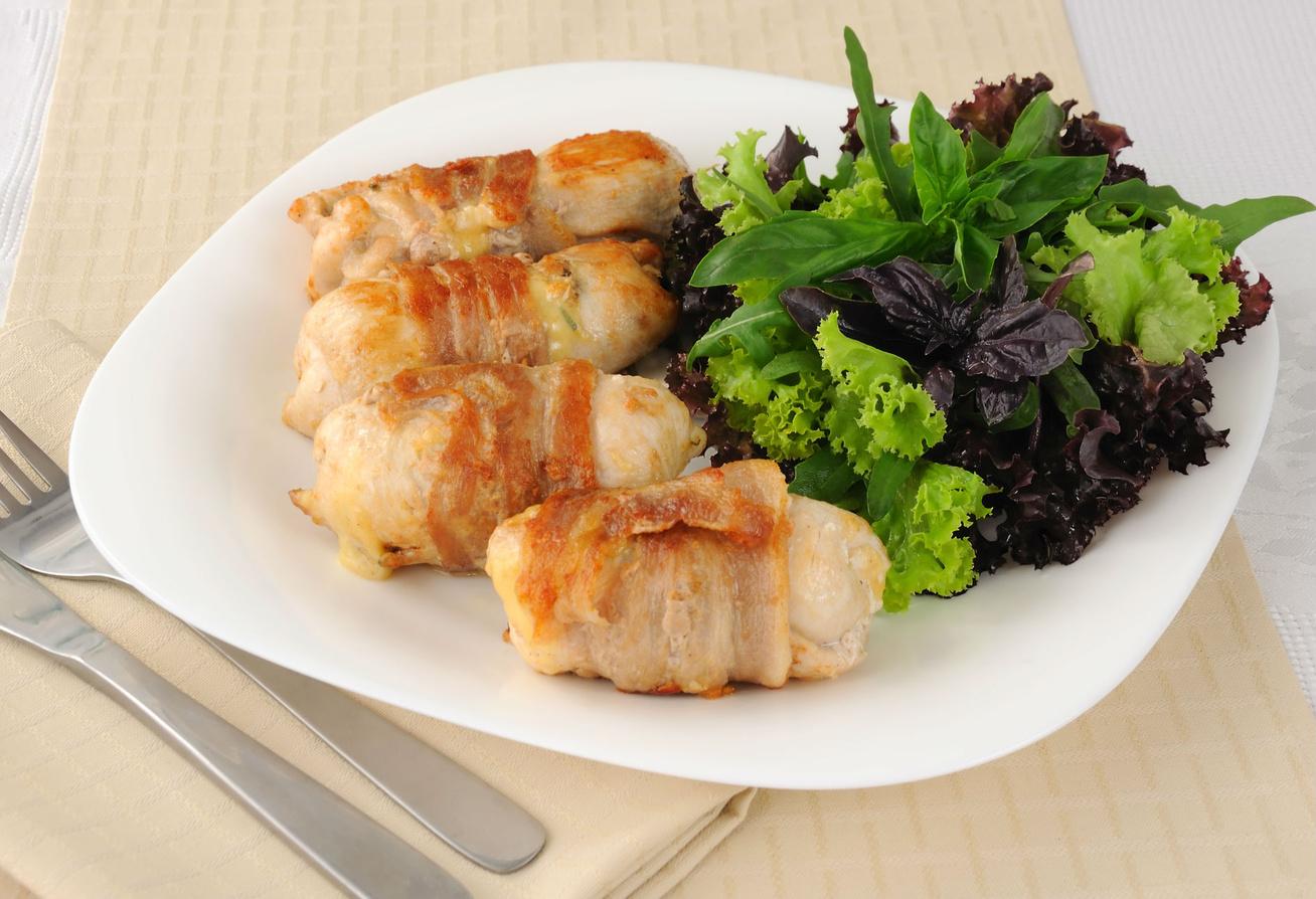 Baconbundában sült csirke - A szalonna ropogós, a hús omlós