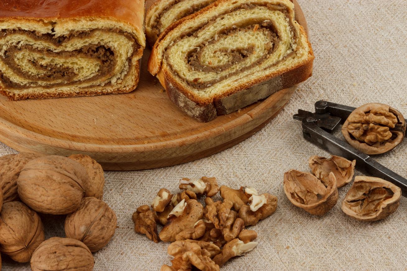 Pihe-puha diós-vajas kalács: a kedvelt  német süti eredeti receptje