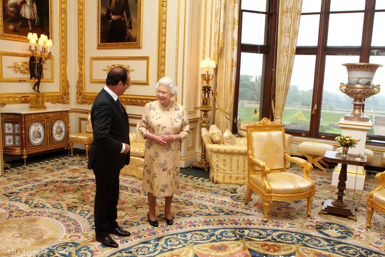 II. Erzsébet angol királynő a windsori kastélyban fogadja Francois Hollande francia elnököt.