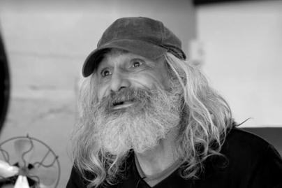 Randevú valaki hajléktalan