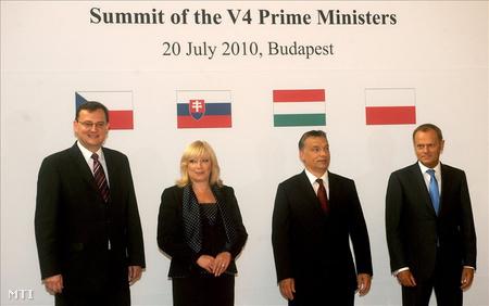 Petr Necas cseh, Iveta Radicová szlovák, Orbán Viktor magyar és Donald Tusk lengyel miniszterelnök