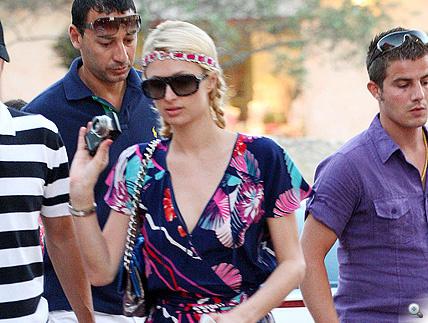 Kattintson Paris Hilton legfrissebb villantásáért!