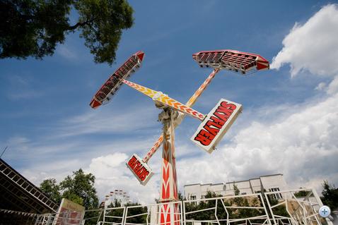 Sky flyer, a remekül kiegyensúlyozott embercentrifuga